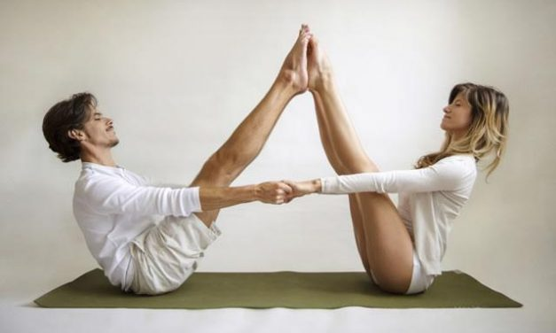 5 Couples Yoga Poses For Beginners